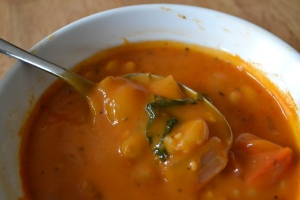 The Healthy Bachelorette: Hearty White Bean and Tomato Soup